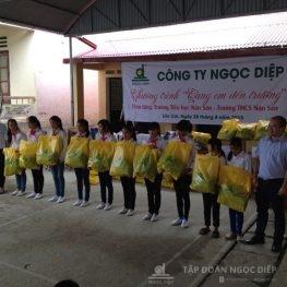 Chuyến từ thiện hướng tới con em học sinh huyện Si Ma Cai – Lào Cai